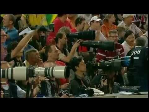 Usain Bolt 9,58 100m WORLD RECORD (English commentators)HD HQ - YouTube