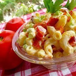 Salade de macaroni, bacon et tomates @ qc.allrecipes.ca