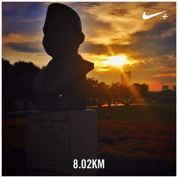 "By the statue of  Muhammad Husni Thamrin (1894 -1941) one of Indonesian heroes known for his fight against the Dutch colonials and first to declare to use the term ""Indonesia"" as a replacement to ""Dutch Indie"" #nikeplus #myrun #morningrun #goodmorning #statue #thamrin #instarunners #instarunner #8k #sunrise #silhouette #yellowsky #jakarta #indonesia #park #laripagi #nationalist #heroes #nationalhero"