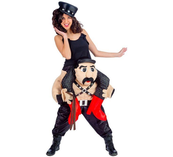 Disfraz de Hombre Sado llevando a mujer para adultos. Disfraz divertido ideal para despedida de soltera o soltero.