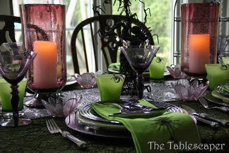 Arachnid Phobic Beware. A chilling tablescape complete with spiders!Halloween Culture, Black Colors, Tablescapes Halloween, Phobic Beware, Halloween Decor, Halloween Tablescapes, Black Tablescapes, Arachnids Phobic, Creative Halloween