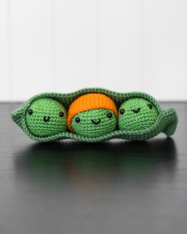 Amigurumi Greifspiel für Kinder, Erbsen und Schote / cute amigurumi peas made by Strickcookie via DaWanda.com