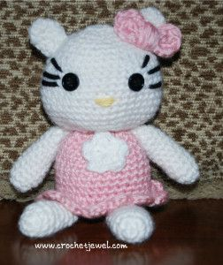 I made this toy for my daughter.Crochet Hello Kitty Amigurumi |