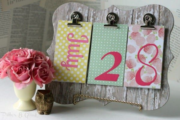 DIY calendar idea with paper and vinyl letters?? So simple!