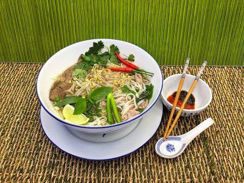 Nejchutnější pravá Vietnamská hovězí polévka Pho recept - Vařte s Majklem - YouTube