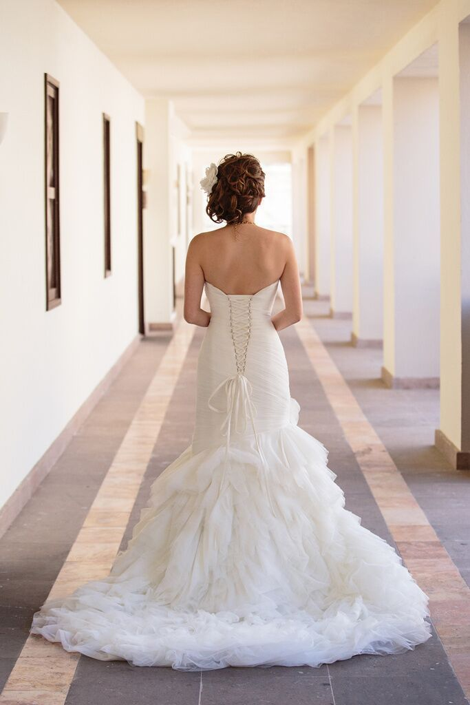 Wedding dress crush! Our bride Alice wore this stunning wedding gown at her Cabo wedding last summer, and to show it in its full beauty, we created a soft side up-do with some volume for her. She was glowing! More photos of her full look to follow! . #wedding #makeup #makeupartist #beauty #love #bridetobe #wedspiration #destinationwedding #cabo #cabosanlucas #mexicowedding #loscaboswedding #almavallejo #weddings #bride #bridal #bridalmakeup #bridalhair #hairstyle