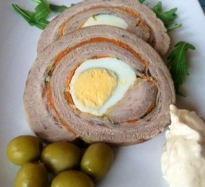 MATAMBRE - Es un corte típicamente argentino, que se rellena con zanahoria rallada, pimientos rojos en tiritas, una mezcla de pan rallado, queso rallado y ajo y perejil picado. Condimentar con sal, ají molido y orégano. Al arrollarlo, se pueden agregar huevos duros. Se hierve o se hornea, largamente hasta que esté tierno. En rodajas , exquisitos sandwiches !!!!