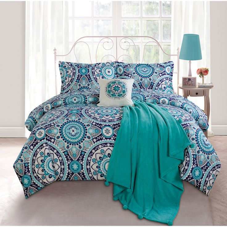 Decorate your dorm room or bedroom with this cute navy ...