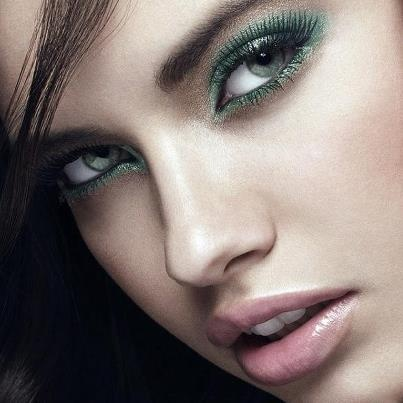 How To Make Eyes Beautiful Naturally In Urdu