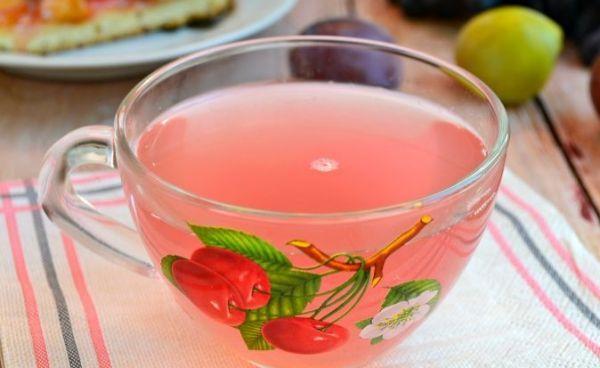 Kırmızı Erik Üzüm Kompostosu Tarifi Nasıl Yapılır? Taze üzümden ve taze kırmızı erikten nefis bir yaz ayı içeceği hazırlayabilirsiniz. Yapılışı ve hazırlanışı çok kolaydır. Meyveler kaynayan suda kaynatılarak şeker katılır ve hazır olduğunda soğutulur. Kırmızı erik üzüm kompostosu tarifi malzemelerini yazalım kırmızı erik, siyah üzüm, şeker, limon suyu ve su. Afiyet olsun.