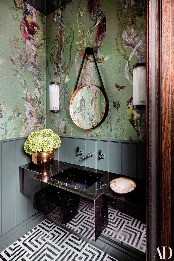 Tour More Of The Warm Layered Art Filled Home Badezimmer Tapete Badezimmer Design Und Badezimmer Dekor