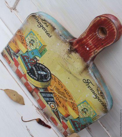 Купить или заказать 'Сырная лавка' доска сырная в интернет-магазине на Ярмарке Мастеров. Доска сырная для нарезки и подачи сыра, фруктов . Оборотная сторона полностью функциональна. Перед первым применением необработанную часть доски надо покрыть оливковым маслом или натуральным льняным маслом и хорошо просушить.…