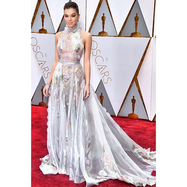 WEBSTA @ ralphandrusso - @haileesteinfeld is exquisite in #ralphandrusso at the 89th Annual Academy Awards in LA. #randrstars #Oscars2017 #haileesteinfeld #couture