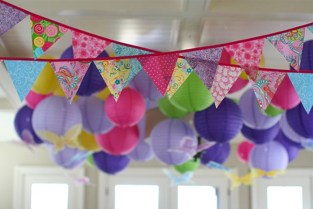 Colorful party bunting and lanterns - great party decor! #kidsparty #partyidea