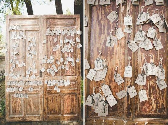 key escort cards: Old Keys, Wedding Escort Cards, Ideas, Keys Keys, Card Wedding, Tables Cards, Keys Escort, Cards En, Keys Cards