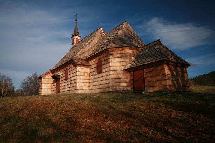 Malá Prašivá dřevěný kostel sv. Antonína z roku 1640