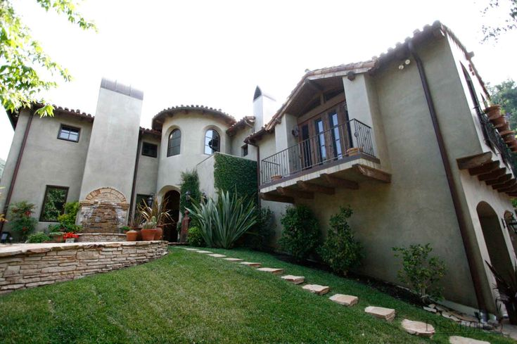 Beautiful and classic architecture of a spanish style home for Southern california custom home builders