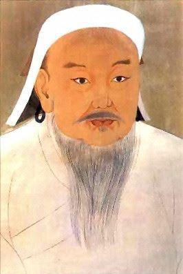 """Göçebe bir aileden gelen Cengiz Han 1167'de doğdu. Siyasetçi, asker ve hükumdar olarak bilinir. Moğol kabilelerini toparlayarak 1206-1204 arasında hüküm süren büyük bir Moğol imparatorluğu kurdu. Chinggis Khaan veya Çinggis Haan olarak da yabancı dillere geçmiştir. Asıl adı; demir anlamına gelen """"Temür""""den türeyen ve Timuçin olan Cengiz Han; Dünya tarihine acımasız bir hakan olarak geçse de Moğolistan'ın babası olarak görülür ve bölgede oldukça sevilen bir şahsiyettir."""