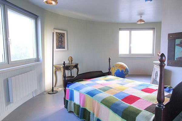 18 Airbnb Rentals That Have Us Trippin'! #refinery29-LONDON.  http://www.refinery29.com/2014/03/64349/best-air-bnb-listings#slide-16  Amazing Round Room In The Sky In London Hood: Canal Close, England Price: $184 per night  We'd bet you've never spent the night in a place quite like this. This London water tower near the Grand Union Canal has been converted into a minimally decorated one bedroom. You...
