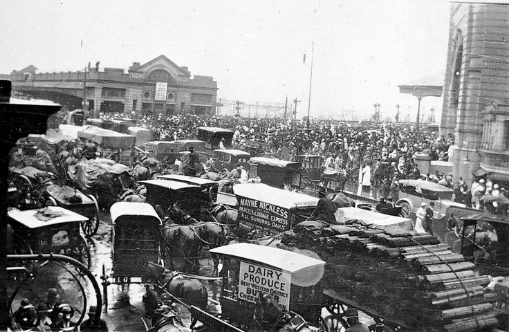 Crowded intersection outside Flinders Street and Princes Bridge Stations, Melbourne, c1915.