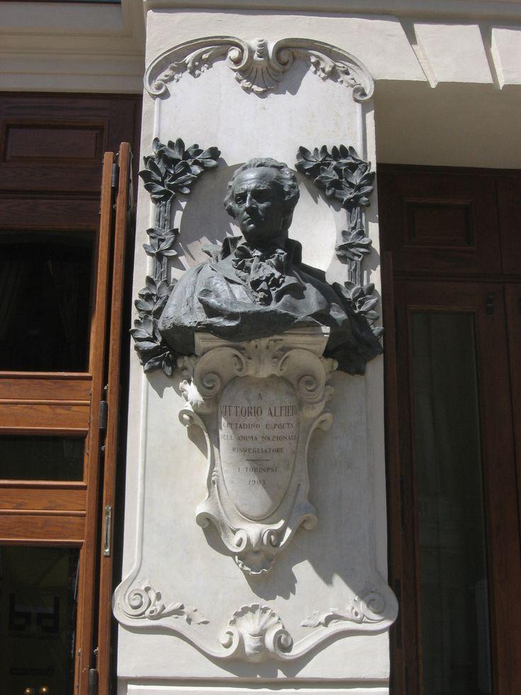 Busto di Vittorio Alfieri - Piazza Carignano, Teatro Carignano