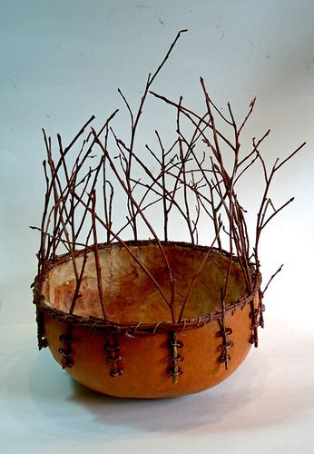 This is a unique gourd look, I like it, beautiful in it's simplicity.