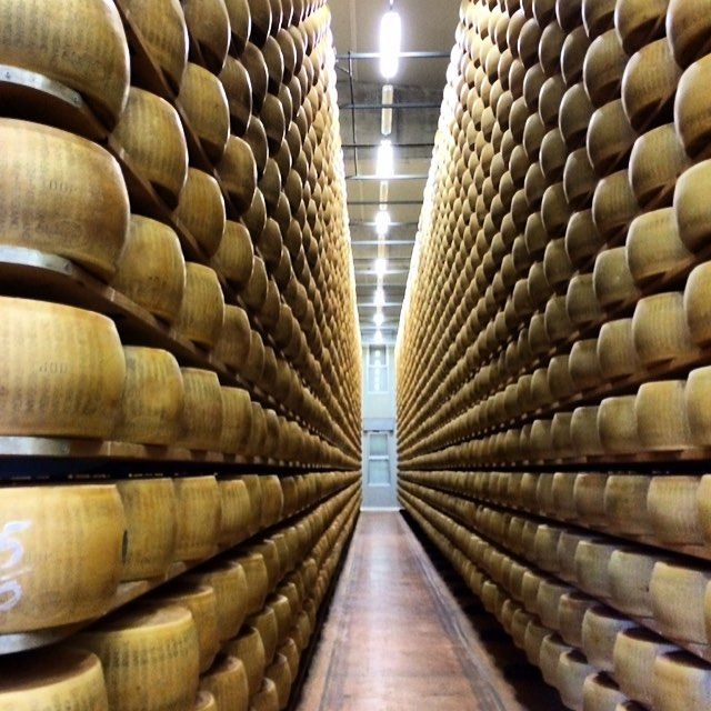 Good things take time to ripe! Ask us for your special trips in #italy and we share with you where to find this #paradise for #cheeselovers #parmigiano