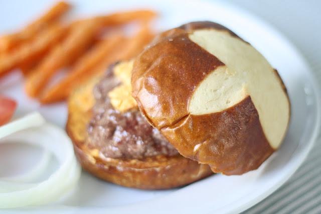 Best game day burger recipe | julieblanner.com