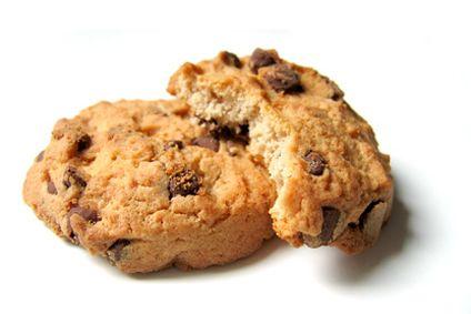cookies  2 huevos 6 cucharadas de salvado de avena 2 cucharaditas de levadura en polvo (tipo Royal) 4 cucharaditas de edulcorante líquido 1 cucharadita de aroma de limón 2 ó 3 cucharadas de chispitas de chocolate