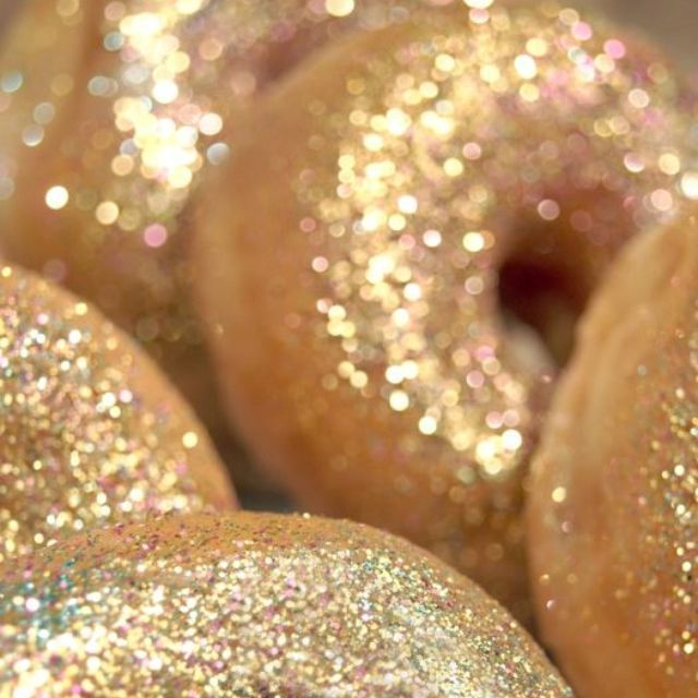 donuts with edible glitter