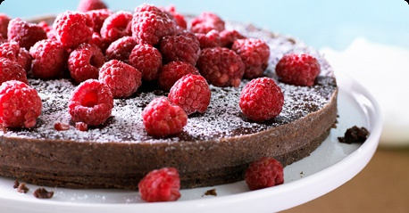 Mud cake with raspberries