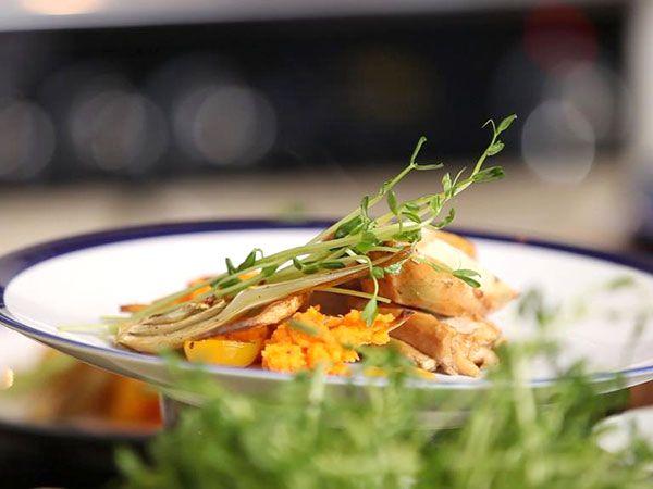 Kryddstekt kyckling med rostad fänkål | Recept.nu