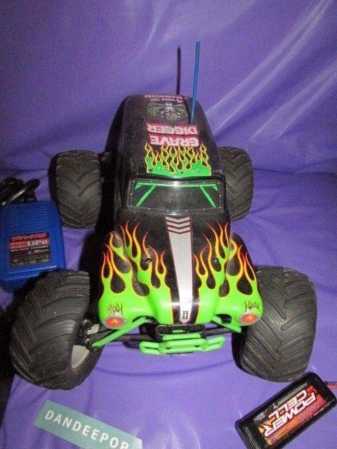 Traxxas Grave Digger R/C Monster Truck With Remote  #Traxxas #gravedigger #rccar #remotecontrol #monstertruck #rc #rctruck #toy #dandeepop Find me at dandeepop.com