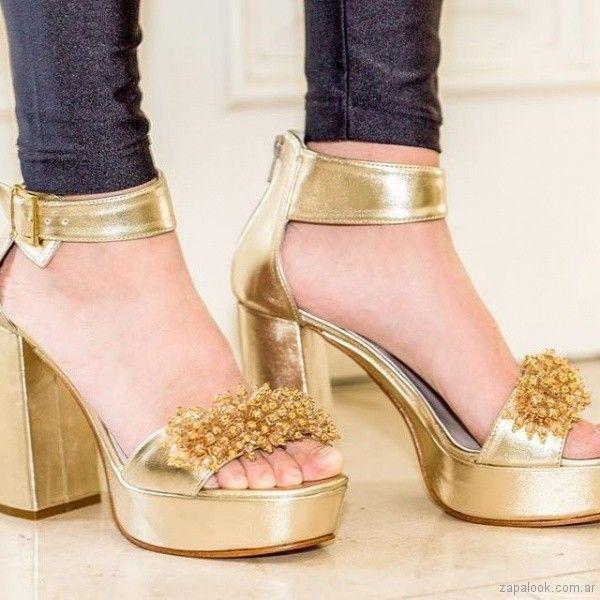 a64112e064 Sandalias doradas para fiestas verano 2019 - Chiarini   Moda ...