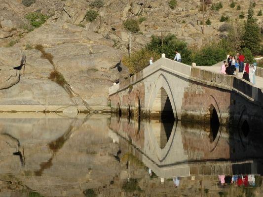 Çeşnigir Köprüsü