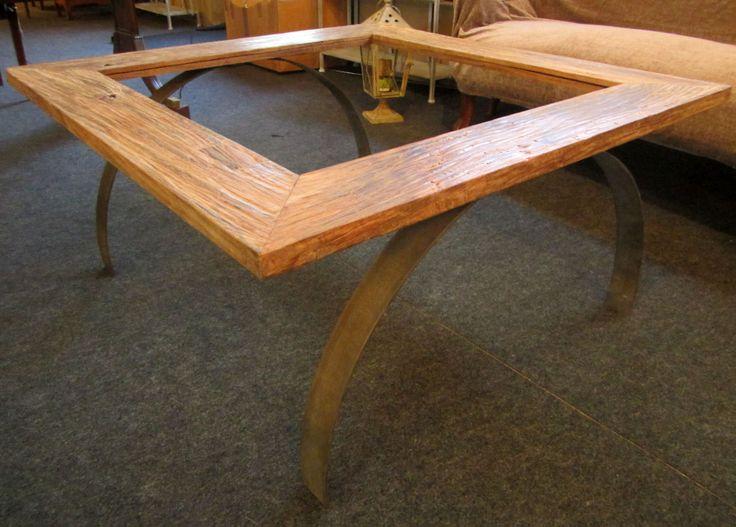 Mesa de centro hecha con marco de teka y patas metálicas. El centro se puede realizar de cristal o madera, según el gusto del cliente.   Diseñadas y relaizadas en nuestro taller. EXCLUSIVAS.