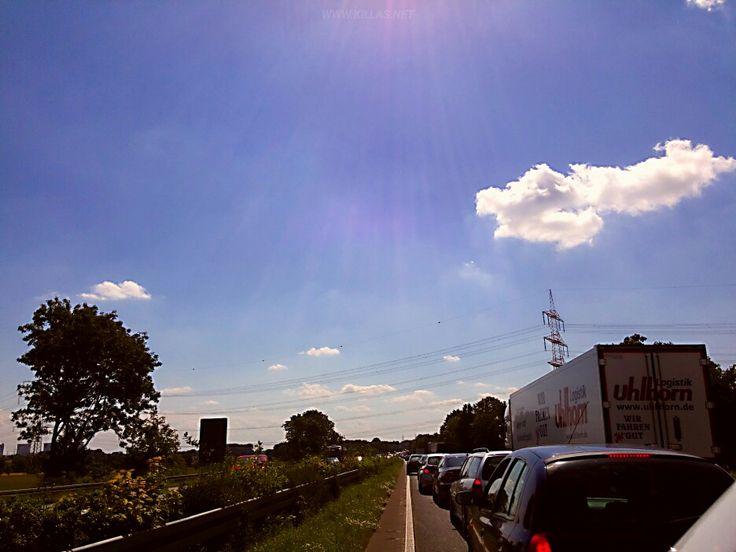 Mittags auf der #Hansalinie  #A1 #Autobahn #BAB #Stau #BlauerHimmel #bluesky #Münsterland #NordrheinWestfalen #NRW #Strassenfotografie #streetphotography