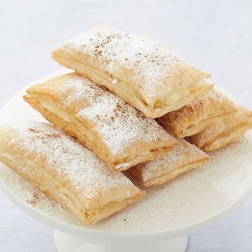 Griekse puddingbroodjes (bougatsa), uit het kookboek 'Mijn Griekse keuken' van Efgenia Karampatakis. Kijk voor de bereidingswijze op okokorecepten.nl.