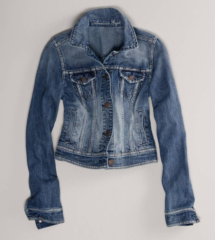 The perfect jean jacket. Been looking for this since I saw Rachel McAdams rock it in The Vow