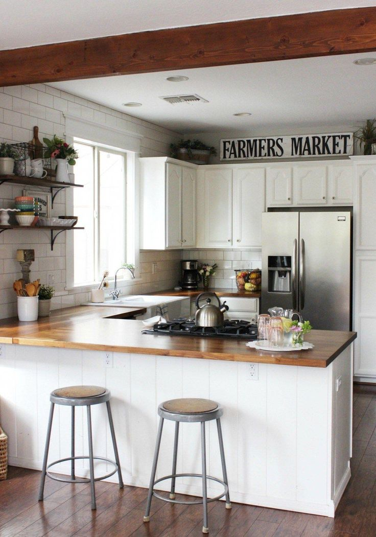 Low on pantry space or have a small kitchen? These two fabulous kitchens will have you inspired about making the most of your kitchen organizationon our small space living series!