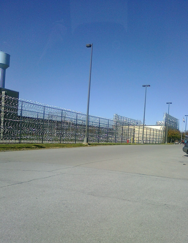 Loretto fci federal prison pa front entrance and parking
