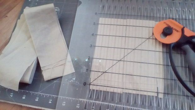 Use this plastic gadget to cut fabric strips for sewing a quilt!  I'm excited to have found a new purpose for my plastic gadget!  World's Easiest Beginner Quilt (Brick Wall Quilt)