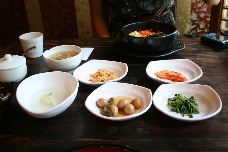 Korean Foood.    6 Reasons Why You Should Totally Visit Korea ---> http://www.confiscatedtoothpaste.com/6-reasons-why-you-should-totally-visit-korea/