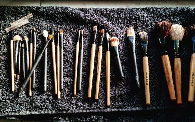 Pulire i pennelli che usate per truccarvi La pulizia dei pennelli per il trucco è noiosa ma molto importante da fare almeno una volta al mese make up trucco consigli bellezza