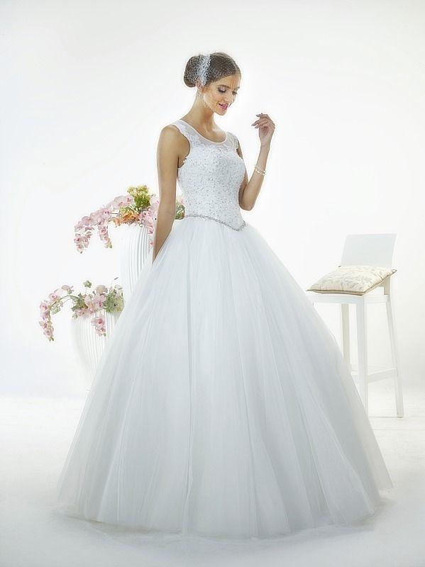 Suknia ślubna LILLY z kolekcji White Butterfly firmy Relevance Bridal. Wedding Gown Penelope from White Butterfly Collection from Relevance Bridal. #SuknieŚlubne #SukniaŚlubna #RelevanceBridal #Ślub #OdzieżDamska  #Wedding #WeddingGown #WeddingDress #Womenwear