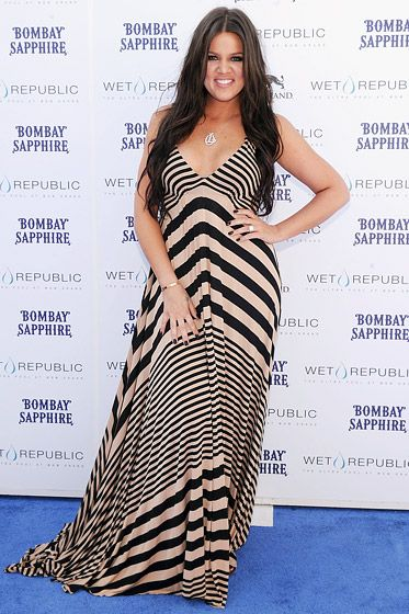I love this dress, and damn, she is so pretty!! Khloe Kardashian in 2010