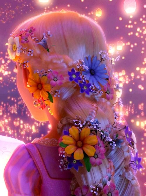 Rapunzel with her braided and decorated with flowers during the release of the lanterns :)