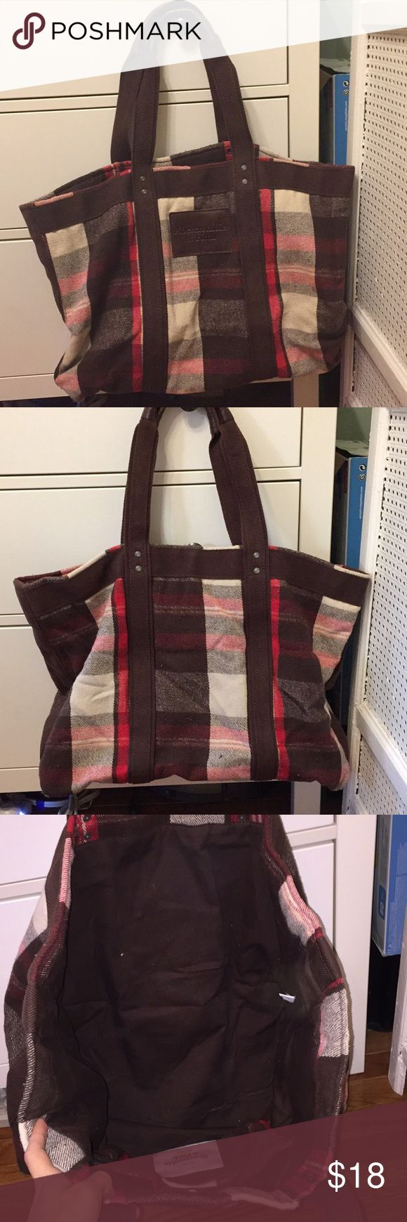 """A&F Plaid weekend bag tote Great weekend bag, especially for winter like a ski trip! Very specious inside. Thick, wool like material. 15"""" height and 22"""" width Abercrombie & Fitch Bags Travel Bags"""