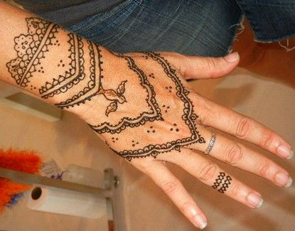 Henna Tattoo Designs for Women | Latest Henna Tattoos For Hand 9