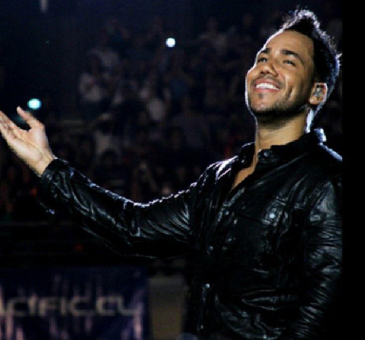 Romeo Santos his smile